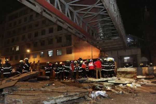 மும்பை: நடைமேம்பாலம் இடிந்து விழுந்த விபத்தில் 5 பேர் உயிரிழப்பு; 29 பேர் காயம்