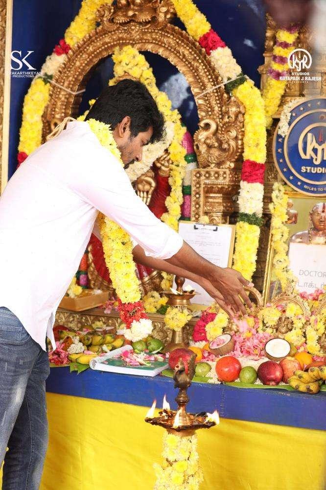 சிவகார்த்திகேயனின் டாக்டர் பட பூஜை ஸ்டில்ஸ்