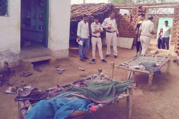 ம.பி. வீட்டில் அடுத்தடுத்து குண்டுகள் வெடித்து 3 பேர் பலி