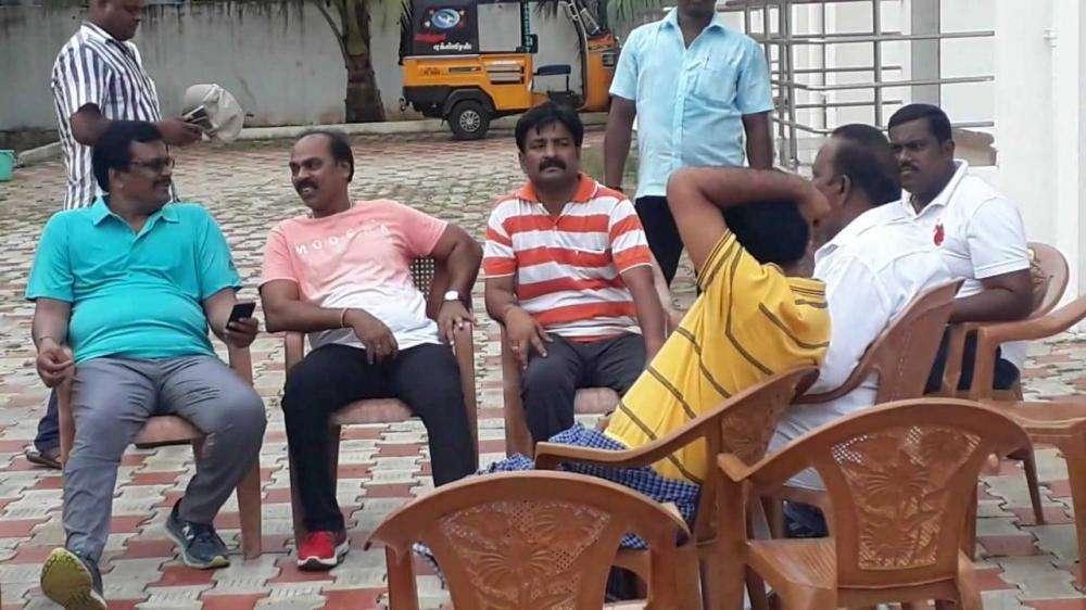 கருணாஸால் கலக்கம்... குற்றாலத்தில் உல்லாச வீடியோவிற்கு டி.டி.வி.தினகரன் தடா!