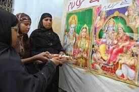 மதங்களை மறந்து இணையும் மனங்கள்! ரம்ஜானை கொண்டாடும் இந்துக்கள்!!