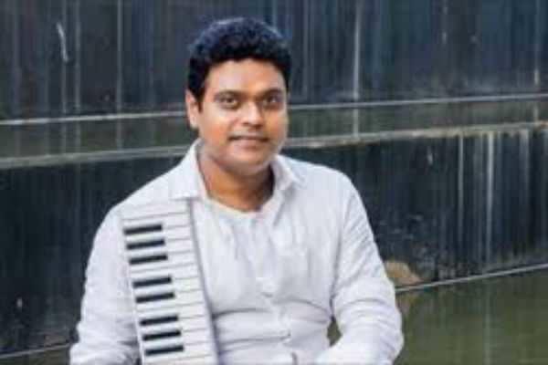 ஹாரிஸ் ஜெயராஜூக்கு வாழ்த்து சொன்ன பிரபல இசையமைப்பாளர் !