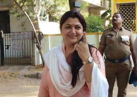 மக்களவை தோ்தல்- அரசியல் தலைவா்கள் வாக்குப்பதிவு