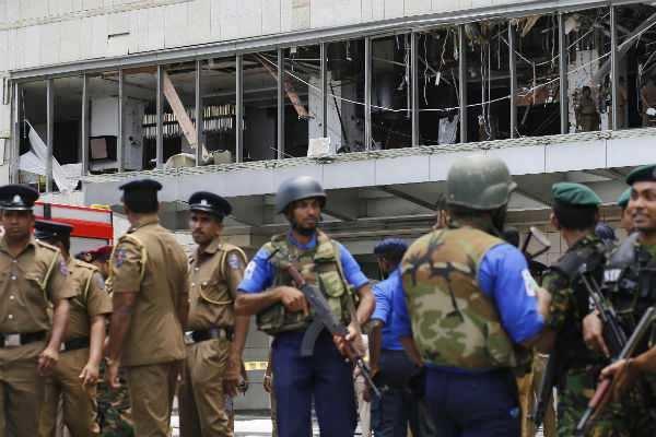 இலங்கை குண்டுவெடிப்பு: உயிரிழப்பு 290ஆக அதிகரிப்பு; 500 பேர் படுகாயம் !