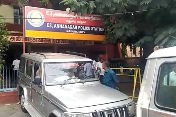 மதுரை: ரவுடி வரிச்சூர் செல்வம் உட்பட 3 பேர் மீது வழக்கப் பதிவு