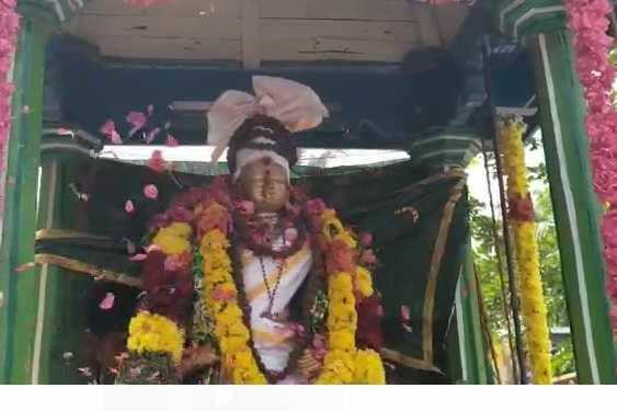 ராஜராஜசோழன் உருவ சிலைக்கு மரியாதை