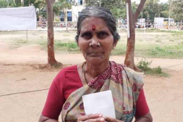 உள்ளாட்சி தேர்தலுக்காக அரசு பணியை ராஜினாமா செய்த பெண்.. 213 வாக்குகள் வித்தியாசத்தில் வெற்றி
