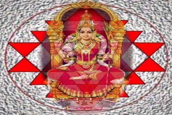 மங்கலம் தரும் ஸ்ரீசக்ர காமாட்சி