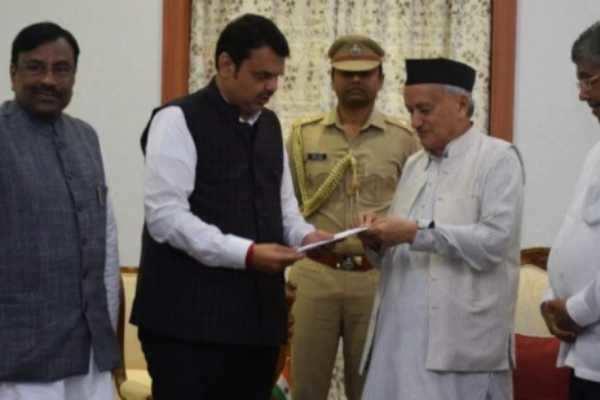 மகாராஷ்டிரா முதலமைச்சர் பட்னாவிஸ் ராஜினாமா!!