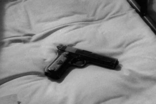 அமெரிக்கா: துப்பாக்கியுடன் விளையாடிய 2 வயது குழந்தை பலி!