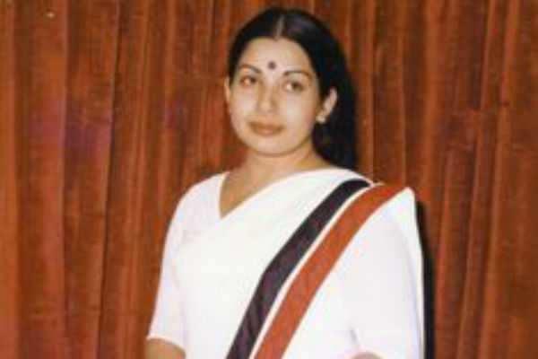 ஜெ.வெப் சீரீஸ் இயக்குநருக்கு எதிராக வழக்கு தொடர்வோம்: தீபக்