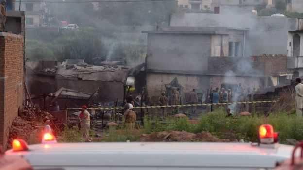 பாகிஸ்தானில் விமான விபத்து: 17 பேர் பலி