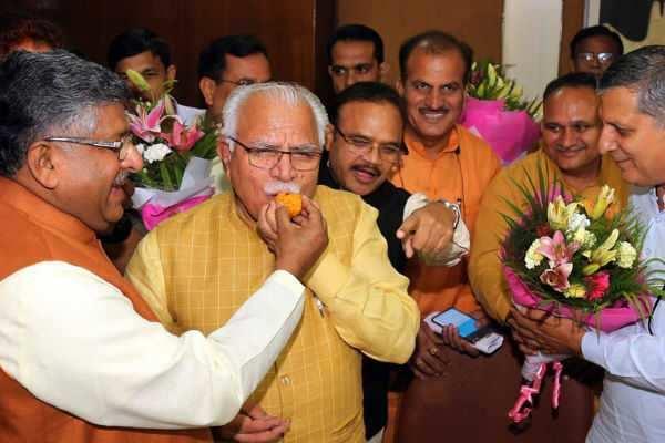 ஹரியானாவில் பாஜக-ஜஜக ஆட்சி - 2வது முறை முதலமைச்சரான மனோகர் லால் கட்டார்!!