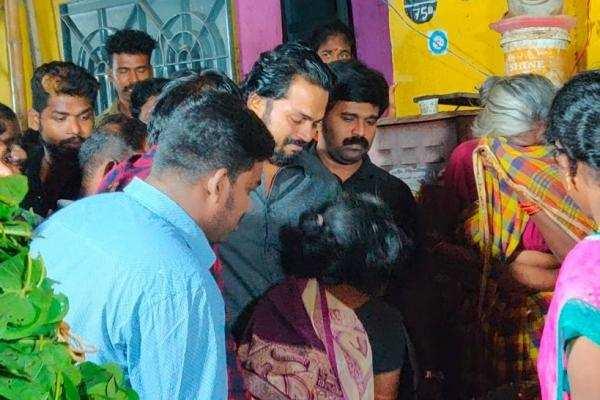 ரசிகரின் உடலை பார்த்து கண்ணீர் விட்டு அழுத நடிகர் கார்த்தி