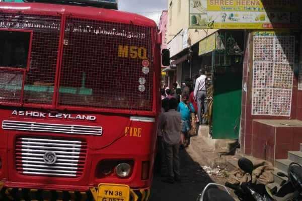 சென்னை - காகித குடோனில் தீ விபத்து