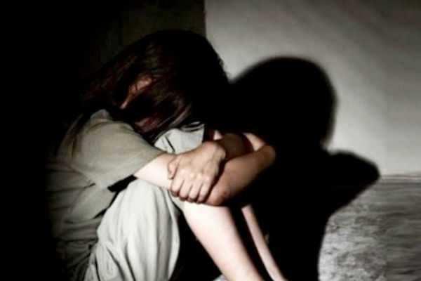 பட்டப்பகலில் 15 வயது சிறுமிக்கு ரயில் நிலையத்தில் அரங்கேறிய கொடுமை!