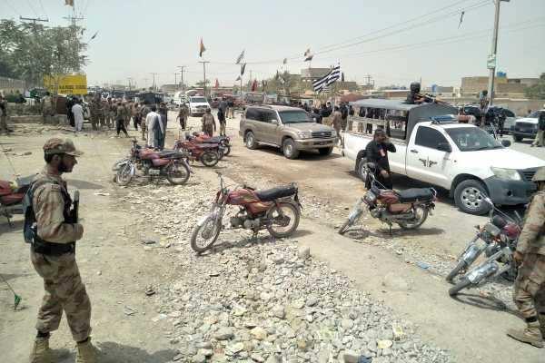 பாகிஸ்தான் வாக்குச்சாவடி அருகே குண்டுவெடிப்பு; 25 பேர் பலி; பதற்றத்தில் மக்கள்