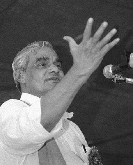 """""""அரசியலை விட தேசமே முக்கியம்"""" - 'வாஜ்பாய்' எனும் அரசியல் சகாப்தம்!"""
