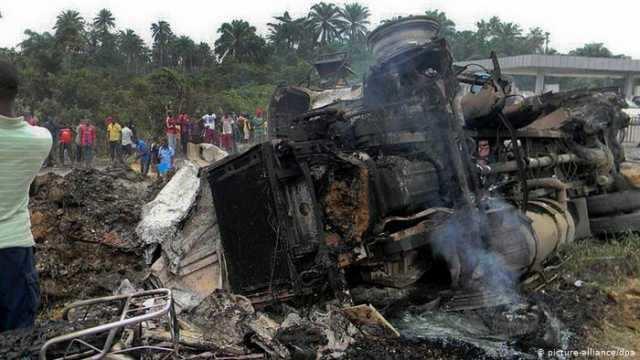 நைஜிரியா- பெட்ரோல் டேங்கர் லாரி தீப்பிடித்து 10 பேர் பலி