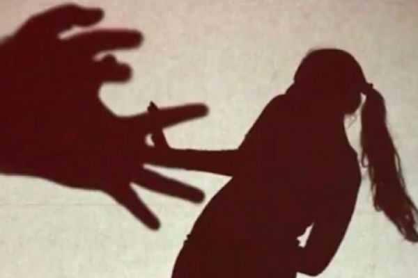 பர்த்டே பார்ட்டியில் மாணவிக்கு செக்ஸ் கொடுமை! வீடியோ எடுத்த நெருங்கிய நண்பர்கள்!