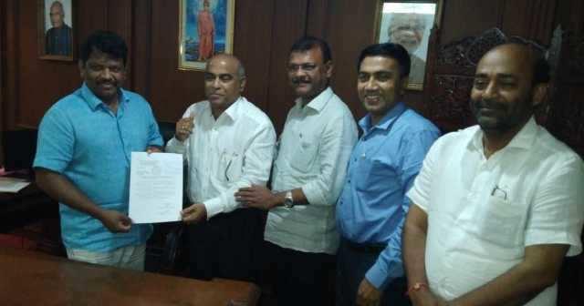 கோவாவில் 2 எம்எல்ஏகள் பல்டி- பாஜகவின் பலம் அதிகரிப்பு