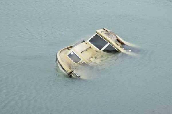 இந்தோனேசியா- படகு ஆற்றில் கவிழ்ந்து 17 பேர் பலி