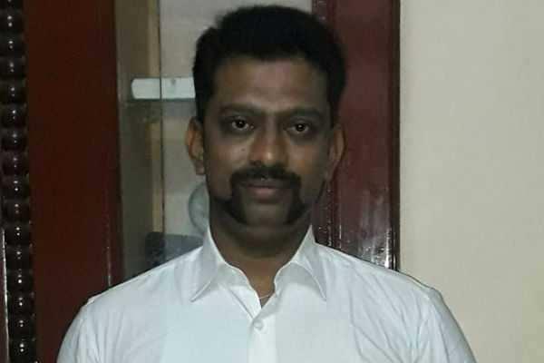 போலி துப்பாக்கி, போலி ரூபாய் நோட்டுடன் பிடிப்பட்ட போலி வக்கீல்!