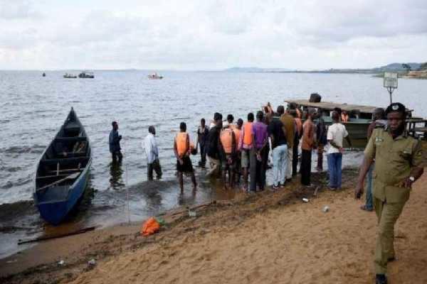உகாண்டாவில் படகு கவிழ்ந்து விபத்து: 30 பேர் உயிரிழப்பு