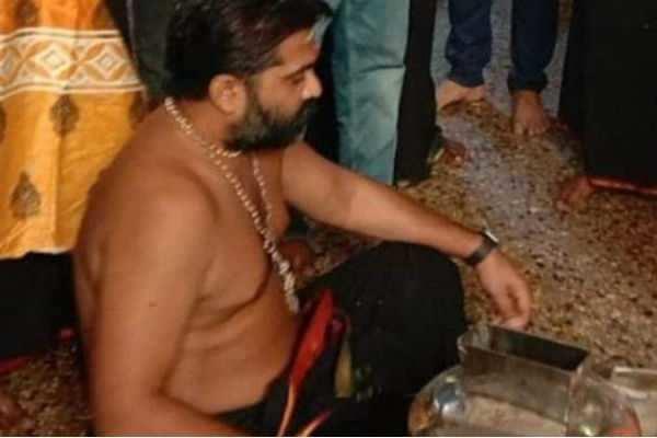 27 ஆண்டுகளுக்கு பிறகு சபரிமலை சென்ற சிம்பு.. வைரலாகும் புகைப்படங்கள்..