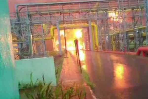 மும்பை: ஓ.என்.ஜி.சி  தீ விபத்தில் 4 பேர் உயிரிழப்பு