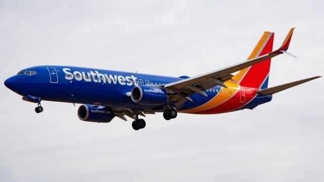 போயிங் 737 மேக்ஸ் விமானங்கள் இயக்கத்தை நிறுத்துவதற்கான அவகாசத்தை நீட்டித்தது சவுத்வெஸ்ட் ஏர்லைன்ஸ்