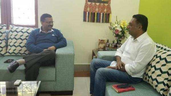 தமிழ் மாணவர்களுக்கு எதிரான பேச்சு : நடிகர் பிரகாஷ்ராஜுக்கு முதல்வர் பதிலடி!