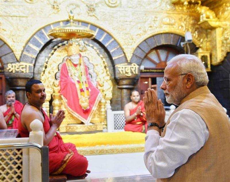 ஷீரடியில் பிரதமர் மோடி- புகைப்பட தொகுப்பு