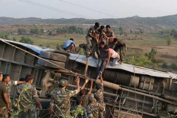 ஜார்க்கண்ட்: பேருந்து பள்ளத்தாக்கில் விழுந்து விபத்து; 6 பேர் பலி