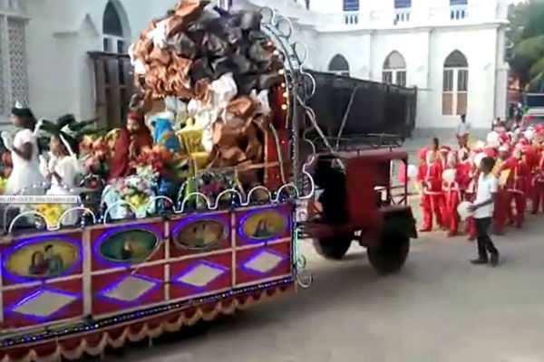 கும்பகோணத்தில் கிறிஸ்மஸ் தாத்தாக்கள் பேரணி...!
