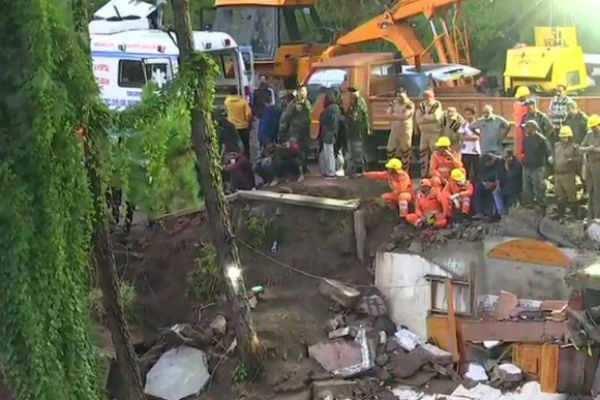 இமாச்சல்: கட்டட விபத்தில் 12 ராணுவ வீரர்கள் உட்பட13 பேர் பலி!