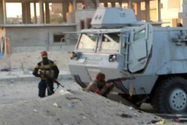 சோதனை சாவடி மீது ஐஎஸ் தீவிரவாதிகள் தாக்குதல்- 8 போலீசார் பலி