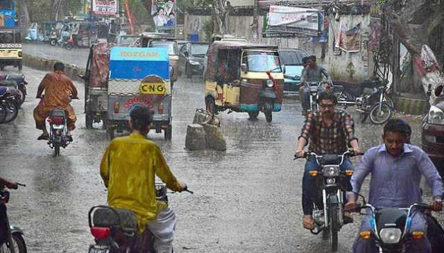 பாகிஸ்தானில் கனமழை மற்றும் புழுதி புயல்; 39 பேர் பலி