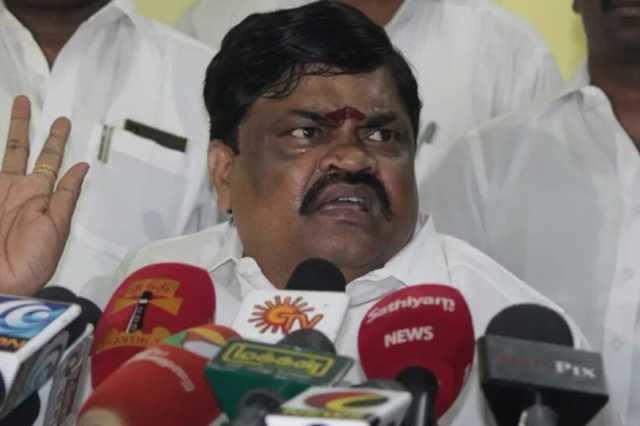 'முதலமைச்சர் பழனிசாமி மாஸான, பாஸான லீடர்'