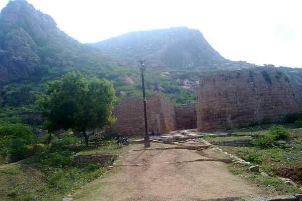 சங்கு வடிவம் கொண்ட சங்ககிரி மலைக் கோட்டை ...!