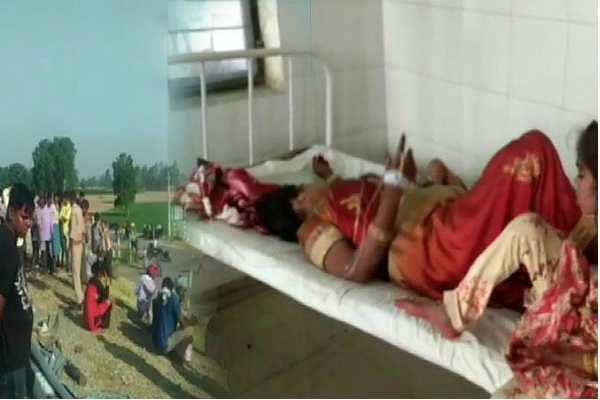 உ.பி: டிராக்டர் மீது பேருந்து மோதி 5 பேர் பலி!
