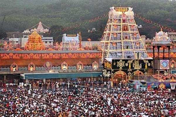 திருப்பதி: தரிசனத்திற்காக 10 மணி நேரம் காத்திருக்கும் பக்தர்கள்!