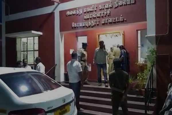 காதல் என்ற பெயரில் கூட்டு பாலியல் வன்கொடுமை: 10 பேர் கைது
