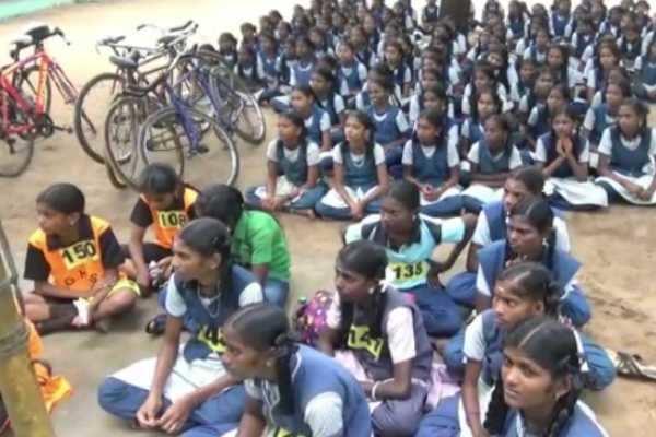 கும்பகோணம் : 3 கல்வி மாவட்ட அளவிலான சைக்கிள் போட்டி