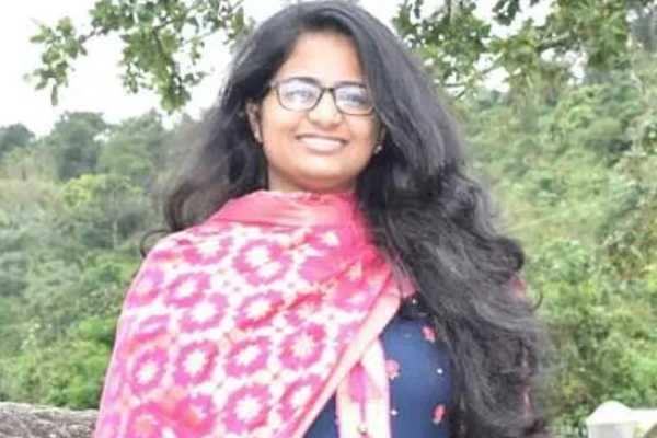 மற்றொரு லவ் ஜிகாத்தா!!! டெல்லி பெண் அபுதாபி சென்று மதம்மாறி திருமணம்!!