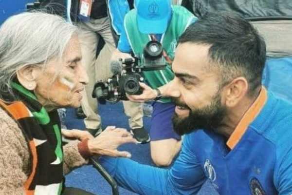 87 வயது ரசிகையுடன் விராட் கோலி... வைரலாகும் ஃபோட்டோ !
