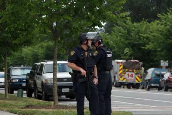 அமெரிக்கா: அரசு அலுவலகம் அருகே துப்பாக்கிச்சூடு; 12 பேர் பலி