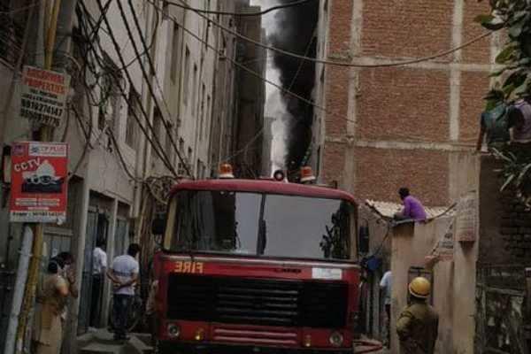 டெல்லி ரப்பர் தொழிற்சாலையில் தீ விபத்து; 3 பேர் பலி