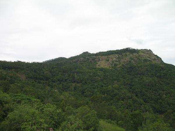 திண்டுக்கல்லில் கீழே விழுந்த மலைதான் சிறுமலை...!