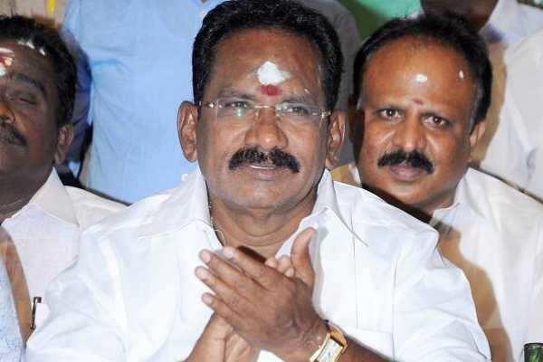 செல்போனில் மூழ்கிக்கிடக்கும் இன்றைய இளைஞர்கள்: அமைச்சர் செல்லூர் ராஜூ
